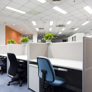 Commercial cleaning services in a Tampa, FL office